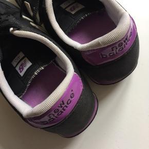 Sorte sneaks fra New Balance med lilla kontraster. Meget lidt brugt. Bytter ikke.