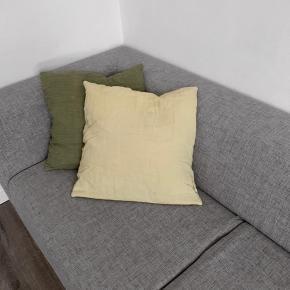 Rigtig lækker og behagelig, 2,5 personers sofa fra bolia i meleret lysegrå farve. Fåes ikke længere i butikken, men kostede 13000 fra ny.   Kan afhentes på Amager.   Ca mål.  længde: 200 cm  Dybde: 90 cm Siddehøjde: 40 cm  Skriv for mere info og flere billeder.