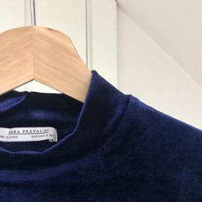Mørkeblå velour T-shirt 💙