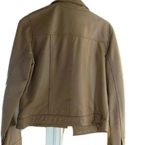 Lækker vintage læderjakke fra H&M Cloth fra 90'erne.