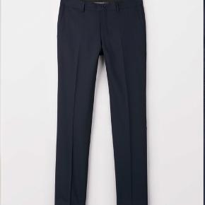 https://www.tigerofsweden.com/dk/trousers/herris-trousers-T56431025Z.html  Mørkeblå jakkesætsbukser (Herris) fra Tiger of Sweden. Brugt få gange, da størrelsen ikke var rigtig. Ny pris 1200 kr.