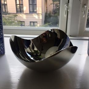 Sælger denne skål, da den aldrig er blevet brugt.  Kan afhentes på Østerbro.