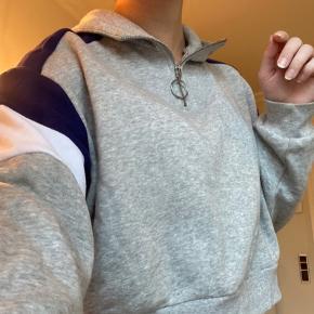 Det er en kort sweater