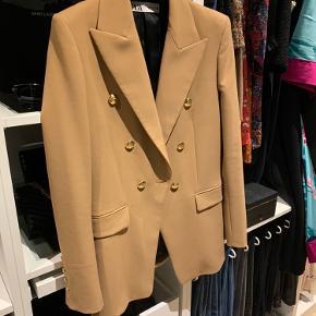 Super flot oversize blazer fra Zara. Aldrig brugt.
