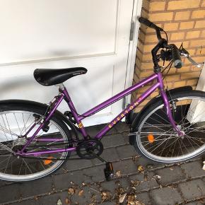 Pigecykel  Sædehøjde 80cm og kan blive højere