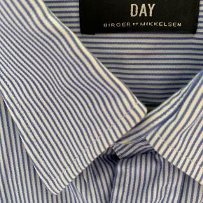 Stribet hvid/blå DAY Birger Mikkelsen skjorte str. M