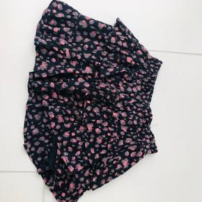 Fin nederdel ingen pletter eller lignende.