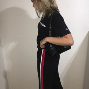 sælger dette sæt passer en str s - bukser og trøje  tags: zara, champion, sæt, tracksuit  for en HH: 600kr selvfølgelig inkl