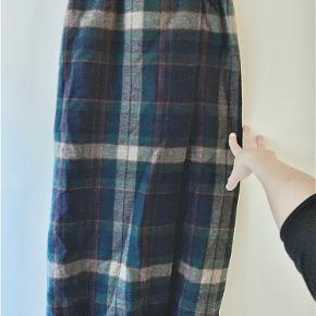 Nederdel i uld fra buksesnedkeren. Kan sendes eller afhentes på Østerbro. Kun denne uge: to for éns pris!