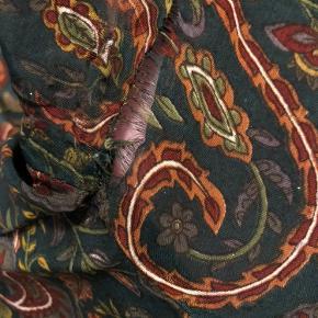 Sælger denne smukke Riella Dress fra Sissel Edelbo str. one size 🧡 Kjolen trænger til en lille syning under den ene arm, med fejler ellers intet 😃 Jeg har kun brugt den fem gange.
