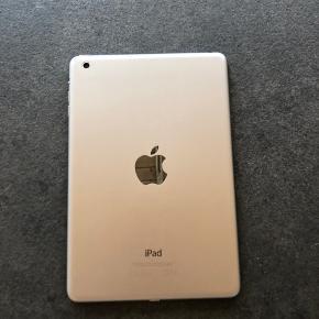 iPad mini Fungere godt, ingen ridser  Cover følger med