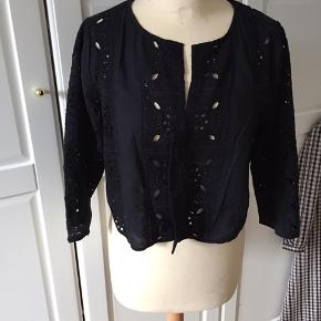 Top bluse overdel i broderi anglaise