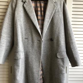 Fin frakke fra Zara. Ingen slid