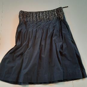 Fed nederdel fra starten af 2000 og brugt to gange. Det er kram kvalitet.