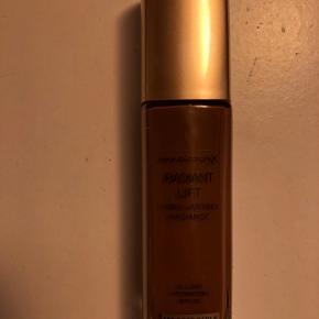 Ubrugt Foundation fra Max Factor. 30 ml. Sælges kun ved fysisk møde. Farve: soft sable
