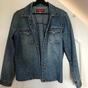 Rigtig fin cowboy jakke, som er brugt ganske gå gange - fremstår som ny :)