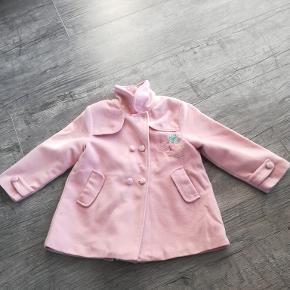 Smuk lyserød frakke kun brugt som pæn brug.