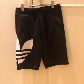 Adidas sweat shorts 💗 Nye m tag Str 146 Mp: BYD???