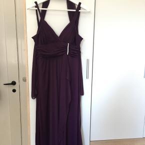 Smuk kjole, brugt til galla en gang i et par timer. Gav selv 1700kr