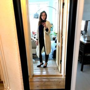 Lang råhvid uldcardigan i lækker kvalitet fra MDK / Munderingskompagniet str L
