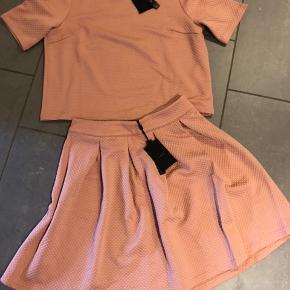 Helt ny nederdel str 38 og bluse str 40 Nypris 700 Hurtig handel 200