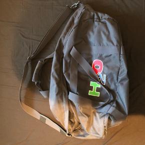 Sælger denne H2O sportstaske da jeg ikke får den brugt. Nypris: 600kr
