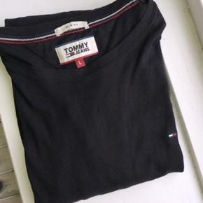 Tommy Hilfiger longsleeve  Cond 10/10  180 DKK