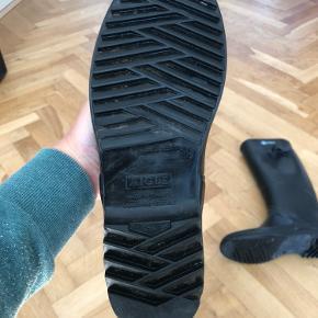 Aigle Chantebelle gummistøvler sælges, da de ikke passer i størrelsen. Kun brugt to gange. Nypris 1100 kr.  Sender gerne, modtager betaler fragt