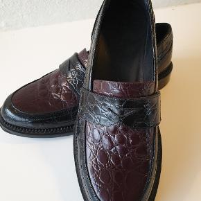 Ny pris. J.W. Anderson sko i str. 38. Er dog lille i størrelsen så det er reelt en str 37.