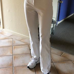 De super fede cassie bukser fra MbyM i en S (hvid). 499 fra ny, byd :)