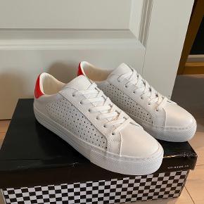 No name sneakers
