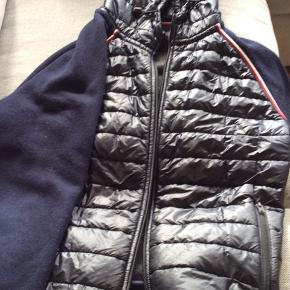 Flot jakke næsten ikke brugt pris 500 kr prisen er fast