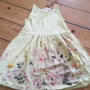 H&m kjole str 98/104  - fast pris -køb 4 annoncer og den billigste er gratis - kan afhentes på Mimersgade 111. Kbh  - sender gerne hvis du betaler Porto - mødes ikke ude i byen - bytter ikke