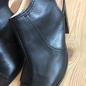 Monsoon heels
