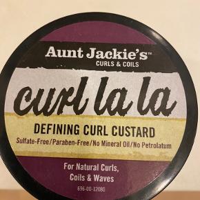 Curl cream købt i USA.  Brugt et par enkelte gange, som ses på billede.  Curl cream'en er perfekt til naturlig krøllet hår eller bølget hår. Produktet giver spændstighed og fugt og får krøllerne frem. Klistrer ikke og bliver ikke stift. Påføres i vådt hår.