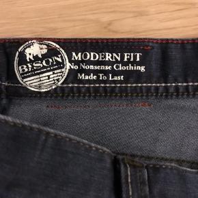 BISON Jeans  W34L30 Virkelig behagelig jeans med stretch!  Brugt en håndfuld gange og fremstår næsten som ny, der er intet at komme efter!  Nypris 1000kr.