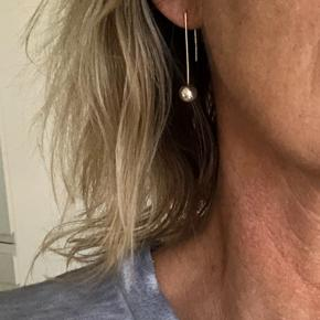 Kun prøvet på.   Sølv øreringe med sølvkugle.  #30dayssellout