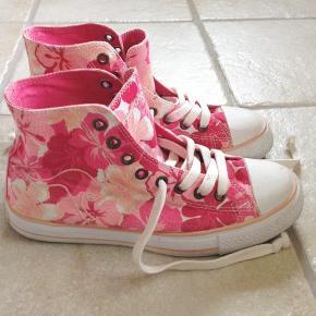 381408fe Fine lyserøde / pink sommer sneakers med blomster. Kun lidt brugte, så  standen er