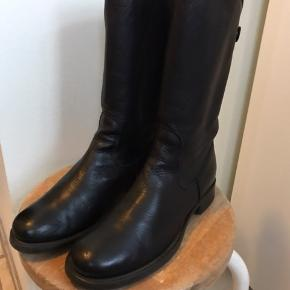 Fineste Noa Noa støvler som er anvendelige, brugt, men i fin stan. NP 1800,- Bud modtages(-: