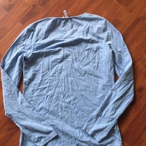 Lyseblå bluse. Str s. Tager ikke flere billeder 🌸