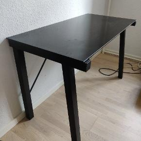 Flyttesalg - skrivebord sælges idet der ikke er plads i ny bolig :-).