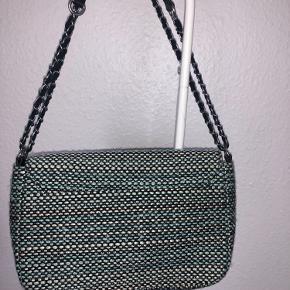 Becksöndergaard taske der kan bruges som både crossbody og skuldertaske, den er brugt få gange ☺️
