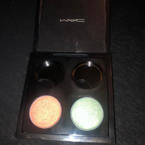 MAC Small Eye Shadow Pro Palette Refill   Sælges i farven Expensive Pink A56, og  Stramy A66.  Slet ikke brugt. Swatched én gang.  Obs. sælges uden paletten.   Se også mine andre annoncer - Hvis du køber mere, kan du få mængderabat :-)