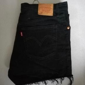 Sorte 501 levis shorts. W30  Købt på tradono. Har aldrig taget dem i brug. ☺️