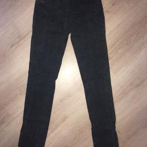 Fede VERO MODA Leggings bukser, med et fint print over hele bukserne, sælges. 😊 Str.: XS/S Mvh Julia Maria.