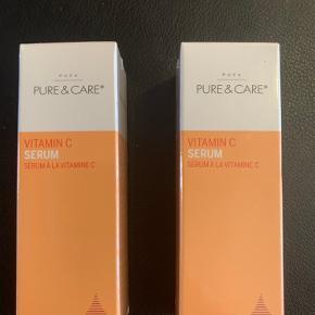 Pure & Care vitamin C   PUCA PURE & CARE Vitamin C Serum trænger ind i huden og tilfører huden den manglende fugt, og derved mindsker fine linjer og rynker i huden. Denne serum lysner og strammer huden op. AKTIVE INGREDIENSER: Vitamin C: reducerer pigmentering og rødme. Polygonum cuspidatum extract: Japansk rod, fyldt med antioxidanter. Silkeekstrakt: forebygger fugttab og øger de andre ingrediensers fugtgivende effekt. Sodium Hyaluronate: Findes naturligt i huden, hjælper med at holde på fugten i huden.  30 ml, plomberet📌  📌Prisen er for begge📌  Tjek også mine andre trendsale tilbud, sender gerne flere produkter i samme pakke 🤩👍  🔥Har 4 stk, 100 for alle 4 🔥
