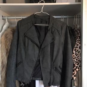 Super fin jakke fra only, god stand