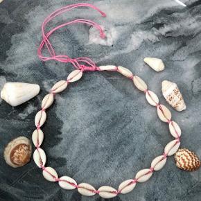Pink muslinge halskæde/choker i pink ❌ JULETILBUD, 20% PÅ ALLE SMYKKER + GRATIS FRAGT VED KØB FOR OVER 150kr ❌