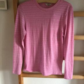 T-shirt med lange ærmer. Str. Xl. Pink/lyserød. Mads Nørgård.