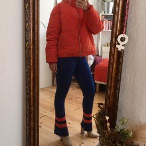 Dejlig varm jakke i en flot rød farve